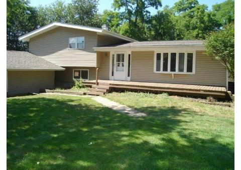 3 BEDROOM 3 BATH SECLUDED HOUSE, PRINCEVILLE IL.